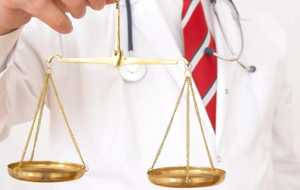 юрист по правам пациентов