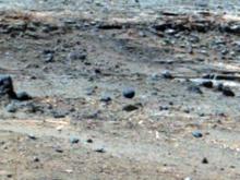 Над Марсом летает странный объект (видео)